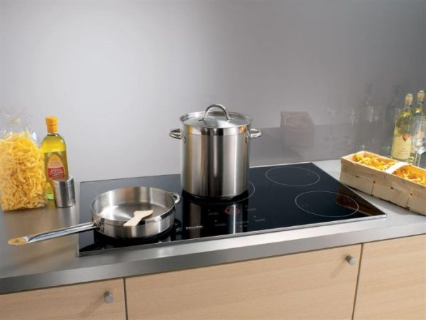 Электроплита на кухне