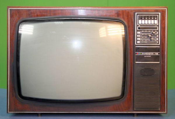 Старый советский кинескопный телевизор