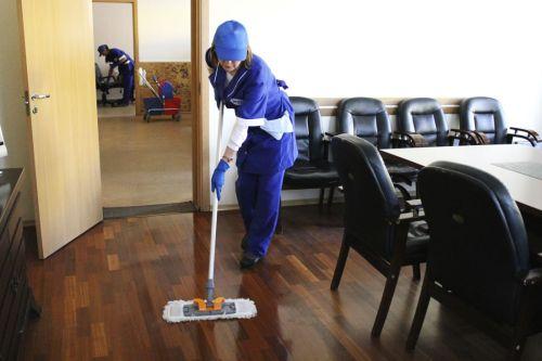 Уборка офиса (убираем полы)